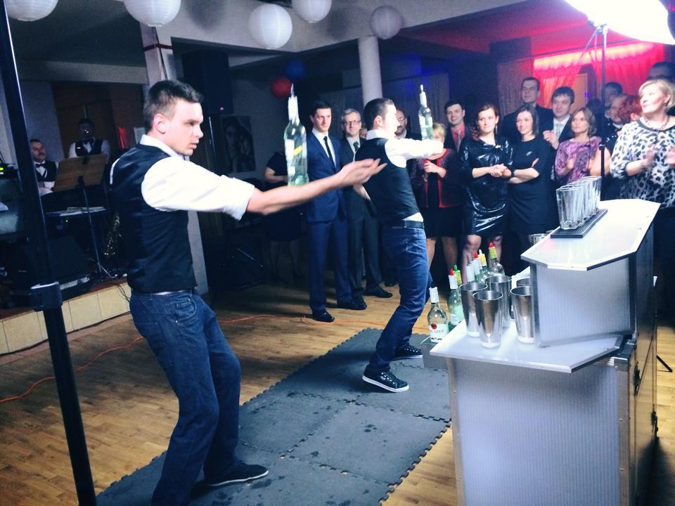 pokaz barmanki w duecie barmanskim